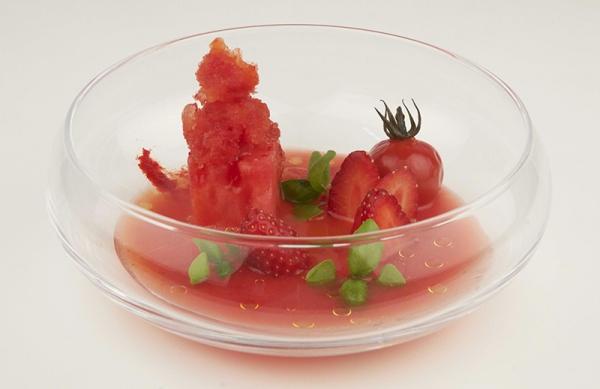 Gaspacho de pastèque et fraise, granité poivrons